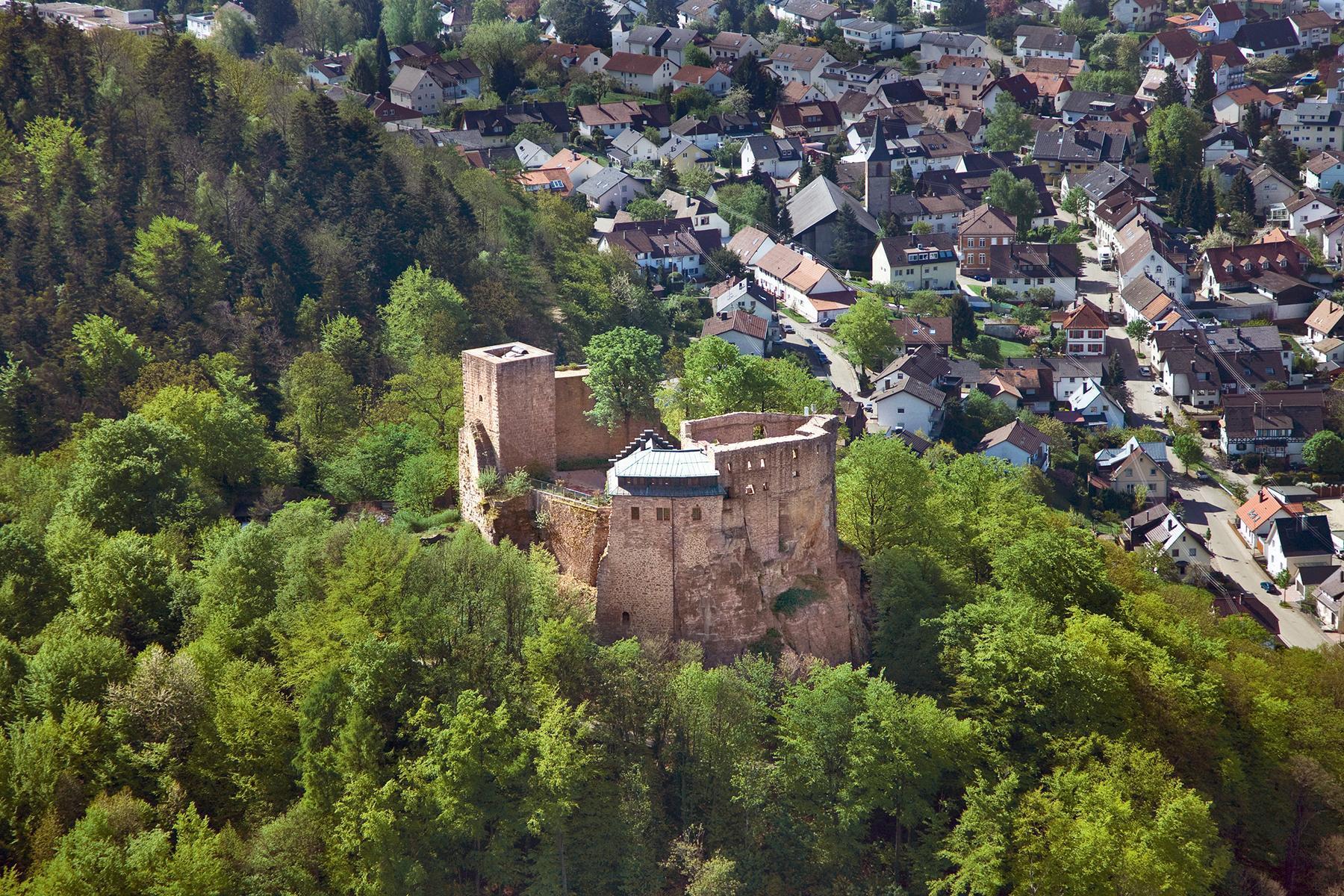 Château-fort d'Alt-Eberstein, vue aérienne; l'image: Staatliche Schlösser und Gärten Baden-Württemberg, Achim Mende