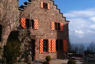 Aussenansicht des Restaurants von Burg Alt-Eberstein; Foto: Matthias Steiner