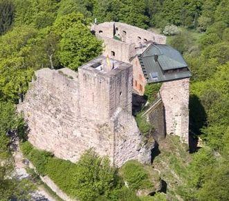 Luftansicht von Burg Alt-Eberstein
