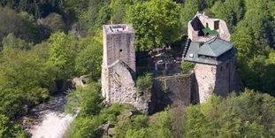 Luftansicht der Burg Alt-Eberstein